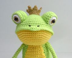 Frog Prince by Yukiyarn. (Free pattern for the crown). Cute!