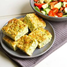 This healthy zucchini slice is perfect for meal prep – quick and simple to whip up and absolutely delicious! Enjoy as is or throw in some extra veggies for something different! Zucchini Muffins, Healthy Zucchini Slice, Recipe Zucchini, Zucchini Fritters, Healthy Lunches For Work, Healthy Toddler Meals, Cold Lunches, Toddler Food, Lunches And Dinners