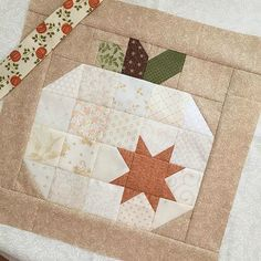Quilts - Patchwork Pumpkins Are Fun in this Quilt – Quilts Quilt Block Patterns, Pattern Blocks, Quilt Blocks, Canvas Patterns, Halloween Quilts, Halloween Quilt Patterns, Quilting Projects, Quilting Designs, Quilt Design