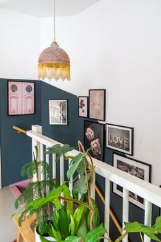 A gallery wall in the stairwell; this is how you do it Styled by Sabine - A gallery wall in the stairwell; this is how you do it Styled by Sabine - Flur Design, Küchen Design, House Design, Cottage Stairs, House Stairs, Room Inspiration, Interior Inspiration, Hallway Designs, Hallway Decorating