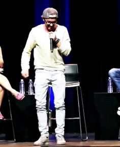 emmaawatson:Tom Felton showing off the dance moves Grant Gustin...