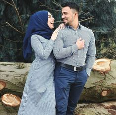 aya mahovi Matching Couple Outfits, Matching Couples, Cute Muslim Couples, Romantic Couples, Couple Picture Poses, Couple Pictures, Romantic Paintings, Saree Trends, Picture Outfits