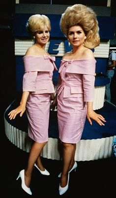 """Debbie Harry as Velma Von Tussle Colleen Fitzpatrick as Amber Von Tussle in """"Hairspray"""" John Waters 1988 Hairspray Costume, Hairspray Musical, Musical Hair, John Waters Movies, Rose Bonbon, Blondie Debbie Harry, Retro Hairstyles, Big Hair, Lady"""