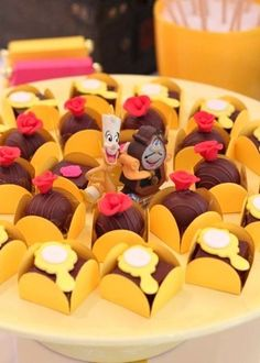 Ideas para Cumpleaños: 13 ideas para decorar Fiesta Bella y la Bestia Beauty And The Beast Cake Birthdays, Beauty And The Beast Wedding Cake, Beauty And Beast Birthday, Beauty And The Beast Theme, Beauty And The Best, Disney Beauty And The Beast, Wedding Beauty, Dinner Themes, Cupcakes