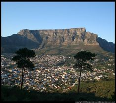 Cape Town, SA: Table Mountain stands guard over Cape Town, South Africa. Beautiful Places To Visit, Places To See, Table Mountain Cape Town, Mountain View, Semester At Sea, Travel Sights, Travel Destinations, Romantic Breaks, Cape Town South Africa
