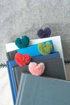 How to Make Heart Pom Pom Bookmarks. And a Perfect Valentine How to Make Heart Pom Pom Bookmarks. Kids Crafts, Cute Crafts, Crafts To Make, Craft Projects, Arts And Crafts, Yarn Crafts For Kids, Diy Bookmarks, Crochet Bookmarks, Creative Bookmarks