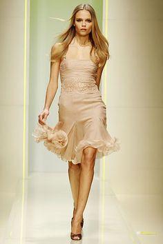 78fabe66b8 Versace Fall 2005 Ready-to-Wear Fashion Show - Natasha Poly Vestidos Cortos