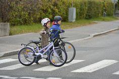 Liikenteessä muista sä aina... Liikenneviikon musiikintunneille löydät liikenneaiheista musiikkia esimerkiksi Liikenneturvan sivuilta klikkaamalla kuvaa. #liikenneviikko Science Art, Science And Nature, Geography, Finland, Classroom Ideas, Bicycle, Historia, Bike