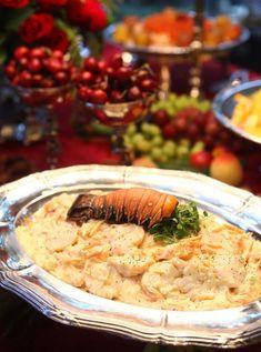 Lazer&Cultura > Comida & bebida > Receita TAMANHO DO TEXTO A- | A+ Receita - 06h01 Receita de salpicão de lagosta Chefs ensinam entrada sofisticada e fácil de fazer com o crustáceo 30/12/2016| POR REDAÇÃO; FOTOS DIVULGAÇÃO Compartilhar Assine já!  Quer surpreender os convidados na ceia de Ano Novo com uma receita sofisticada e fácil de fazer? O salpicão de lagosta, criação das chefs Neyde Zampronha e Claudia Lupo, do buffet Zam Gastronomia, é uma opção infalível. Confira o passo a passo a…