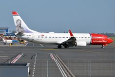https://upload.wikimedia.org/wikipedia/commons/f/f1/Norwegian_%28Minna_Canth_livery%29%2C_LN-NIF%2C_Boeing_737-8JP_%2816430620706%29.jpg
