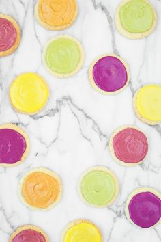 """How To Make Bright Natural Food Coloring"" have you ever noticed that sometimes frostings that have been dyed SUPER bright colors have kind of a funky taste? Crispy Oven Fries, Crispy Oven Fried Chicken, Fries In The Oven, Yellow Food Coloring, Natural Food Coloring, Frosting Colors, Yellow Foods, Tomato Cream Sauces, Sugar Cookie Frosting"