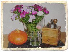 *Rarität*! Schöne, alte Kaffeemühle aus Holz, ausgefallene Form, Markung *HAHA*