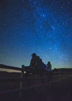 A Kid's Guide to Stargazing | OLogy | AMNH 4 Wallpaper, Wallpaper Backgrounds, Simple Backgrounds, Disney Wallpaper, Christmas Aesthetic Wallpaper, Summer Bucket Lists, Purple Aesthetic, Ravenclaw, Amazing Destinations