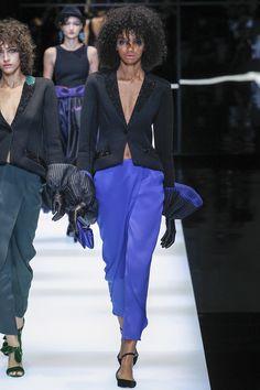Giorgio Armani Fall 2017 Готовые к износу Коллекция Фотографии - Vogue