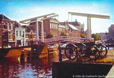 ... ponte levatoio a contrappeso (chiuso) (con due cannoni antichi) a Haarlem (NL) - 27 giu 1979 -  © Umberto Garbagnati -