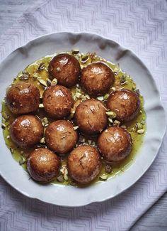 Syrup Sponge Balls - The Happy Foodie Sweet Recipes, Cake Recipes, Dessert Recipes, Nadiya Hussain Recipes, Syrup Sponge, Cream And Fudge, Ice Cream, Lebanese Cuisine, Indian Food Recipes