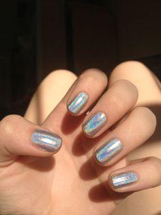 Hologram manicure!