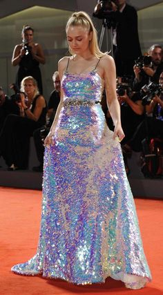 Dakota Fanning Sparkled in Miu Miu Gown at the Venice Film Festival Sparkly Outfits, Cute Outfits, Glitter Outfit, Evening Dresses, Prom Dresses, Mode Chanel, Beautiful Gowns, Dakota Fanning, Pretty Dresses