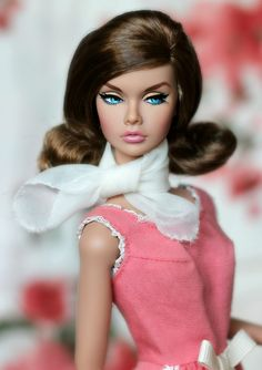 Model Living Poppy (Pigletta) Tags: fr fashionroyalty fashiondolls it integritytoys poppy poppyparker modelliving poppyparkermodelliving pigletta pink