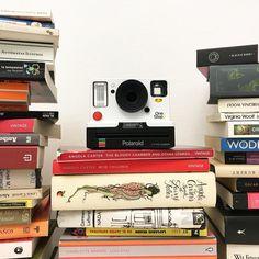 Nunca se tienen demasiados libros. Ni demasiadas cámaras. La nueva Polaroid One Step 2 de Polaroid Originals ya está otra vez en Gnomo. Puedes venir a por ella cuando quieras.Calle Cuba 32 # Ruzafa # Valencia # linkinbio # Polaroid # polaroidsnap # polaroidpicture # polaroidonestep2 # polaroidonestep # cámara # cámaras # camera # cameras # cameraporn # instant # instantfilm # instantphoto # polaroidlove # books