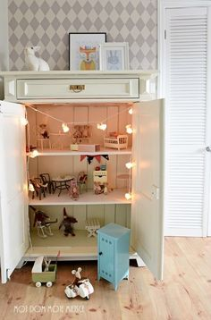 Mój dom - Moje miejsce: w pokoju Hani .. Maileg mouse house in a child's cabinet. Woodland rabbit party string lights by dotcomgiftshop. Rabbit lamp from Egmont Toys. #dollhouse
