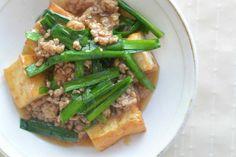 節約レシピ 厚揚げとニラのひき肉あんかけ by 食の広報 YUICHI / 厚揚げ、ニラ、豚ひき肉と安価な食材を使って一品です。次の仕事開始までちょっと節約です。 / Nadia