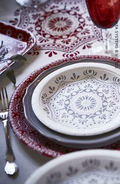 Une décoration de table facile en carton. Découvrez notre collection VINTER pour un Noël magique et sans stresse. Assiette en papier VINTER #IBEABE #àtable