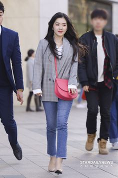 Red Velvet アイリーン, Wendy Red Velvet, Red Velvet Irene, Korean Airport Fashion, Korean Fashion Minimal, Warm Outfits, Casual Outfits, Kpop Fashion Outfits, Womens Fashion