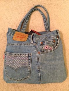 A fun project. Sewing Tips, Sewing Hacks, Sewing Crafts, Denim Bag, Denim Jeans, Jean Bag, Patchwork Ideas, Recycle Jeans, Love Jeans