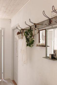 Mooie houten kapstok  Tips om zelf te maken: http://www.jouwwoonidee ...