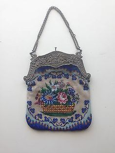 Beautiful Antique Beaded Purse--Lovely Needlework.. Vintage Purses, Vintage Bags, Vintage Handbags, Vintage Outfits, Beaded Purses, Beaded Bags, Vintage Inspired Fashion, Vintage Fashion, Unique Purses