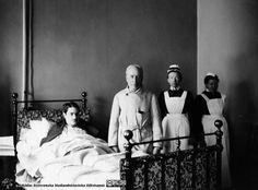 Professor Seved Ribbing with nurses, Lund Hospital, around Nurse Uniforms, Vintage Nurse, Lund, Nurses, Professor, Sweden, Education, Concert, Beauty