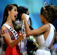 Miss Universo 2008, Dayana Mendoza, también de Venezuela, corona a Fernández como la nueva Miss Universo 2009 el 23 de agosto de 2009, en Nassau, Bahamas, siendo la primera vez en la historia del certamen que un mismo país logra la corona en años consecutivos y es por ello que se dice que es un hecho histórico en los 58 años que lleva el certamen.