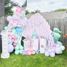 Mermaid Theme Birthday, Little Mermaid Birthday, Rainbow Birthday Party, Baby Girl First Birthday, Unicorn Birthday Parties, Birthday Party Themes, Mermaid Party Food, Mermaid Party Decorations, Diy Birthday Decorations