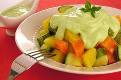 Salada de legumes é opção para acompanhar as refeições no feriado