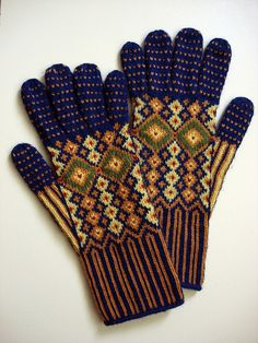 gants somptueux! Guardian Gloves designed by Rebecca Blair. Fine-gauged, elaborate standed colorwork gloves inspired by the bright tile ceiling in the atrium of the Guardian Building in Detroit, Michigan.
