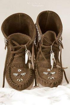 ➳➳➳☮American Hippie Bohemian Boho Bohéme Feathers Gypsy Spirit Style- Moccasin Boots