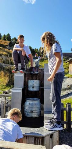 Nocky Flitzer & Nocky´s Almzeit Turracher Höhe zählen zu Kärntens Top 10 Ausflugszielen. Nockys Almzeit-Rundwanderweg -Direkt an der Bergstation der Panoramabahn und am Start der Nocky Flitzer-Achterbahn, eine Rodelbahn für Sommer und Winter. Auch größere Kinder verweilen sich hier gerne. #urlaub #österreich #austria #schöneorte #reisen #reiseziele #kärnten #carinthia #spielplatz #wandern #turracherhöhe #steiermark #visitaustria #österreichbilder #karintie #wasserspielplatz… Water Playground, Children Playground, Driving Route Planner, Ride Along, Roller Coaster, Road Trip Destinations, Beautiful Places