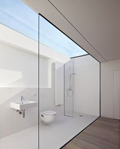 """""""// Y'all know we are absolute suckers for a good skylight! This colossal BEAUTY by Ian Shaw Architekten of London + Frankfurt :) Gah-mazing. Team DS. X…"""""""