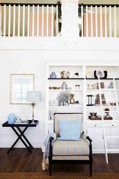 Hamptons style home decor. Hamptons Style Homes, Hamptons House, The Hamptons, Beautiful Houses Interior, Beautiful Homes, Decor Interior Design, Interior Decorating, Brick Cottage, Library Shelves