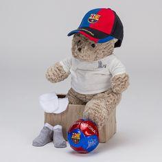 Cesta Fútbol Baby Barcelona. Fans del Barça... ¡Vuestros peques ya pueden ser grandes culés! Cesta para bebés con gorra y balón oficial del Fútbol Club Barcelona. Para que esos papás blaugranas estén muy contentos. #canastillas #regalos #babygifts #bebés