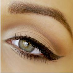 Soft eye look created using the Urban decay naked basics palette and a brown liquid eyeliner.