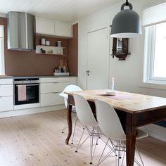 10 hjem malt i Jotun Rustikk Terracotta 2771 @presthusvestre New Kitchen Inspiration, Malta, Terracotta, Corner Desk, My House, Kitchens, Dining Table, Furniture, Home Decor