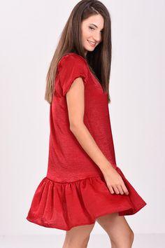44f54c84af9b Φόρεμα κοντό με βολάν στο τελείωμα σε σκούρο κόκκινο χρώμα - 2017   2018
