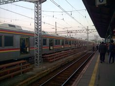 Penumpang Panik, Kereta Anjlok di Stasiun Tanah Abang