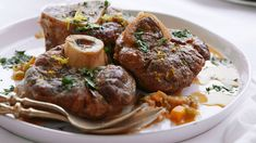 Get Giada De Laurentiis' classic Osso Buco recipe, braised low and slow until the veal is fall-off-the-bone tender, from Everyday Italian on Food Network. Giada De Laurentiis, Osso Buco Recipe, Venison Osso Bucco Recipe, Veal Shank, One Pot Meals, Food Network Recipes, Carne, Stuffed Peppers, Gourmet