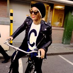 OOTD: Beyoncé fietsend in Amsterdam - Fashionscene - Fashion, Beauty, Models, Shopping, Catwalk