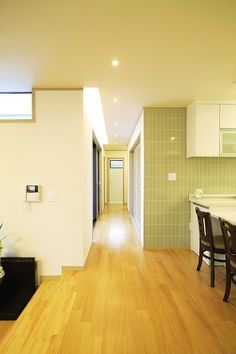 두 세대가 나누어 사는 심플하우스 - Daum 부동산 Conference Room, Table, House, Furniture, Space, Home Decor, Floor Space, Decoration Home, Home