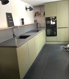 Black Kitchens, Cool Kitchens, Kitchen Interior, Kitchen Decor, Kitchen Island, Kitchen Cabinets, Kitchen On A Budget, Kitchen Paint, What To Cook