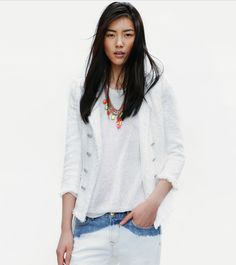 ZARA / BLEACHED JEANS / WHITE / MULTICOLORED NECKLACE
